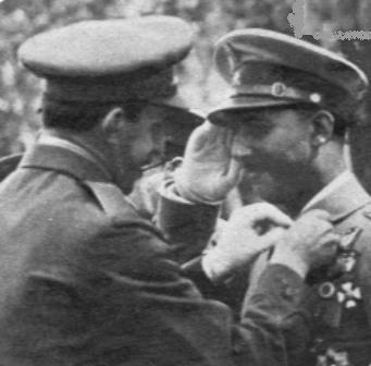 AlfonsoXIII_medalla_Franco[1]