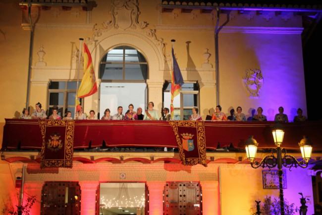 Las Falleras Mayores de Ribarroja del Turia dan la bienvenida a las Fallas con la Crida