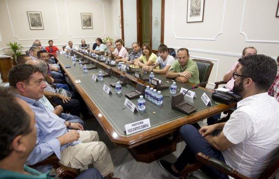 Comunidad Valenciana. Valencia 16 de Septiembre  de 2015. Reunion del concejal de fiestas Pere Fuster con pirotécnicos.   Fotografia de: Damian Torres