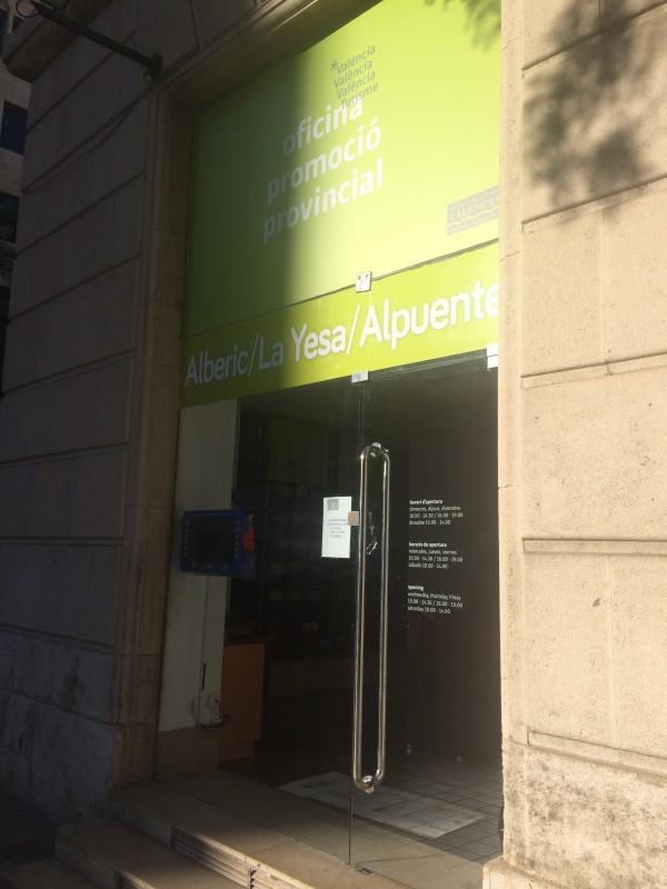 La oficina de turismo de valencia a 200 metros de la for Oficina informacion y turismo valencia