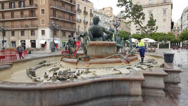 limpieza de la fuente del turia 20160310_094617 (3)