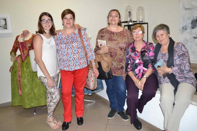 Paquita Roca junto a amigas