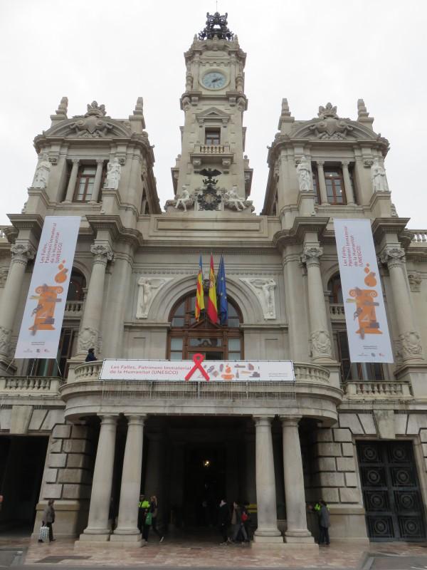 1201-fachada-ayto-lazo-y-pancarta-4